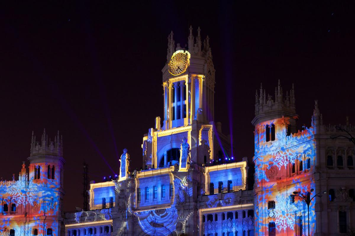 The center of Madrid at Christmas is a show: do not miss the Cibeles surroundings