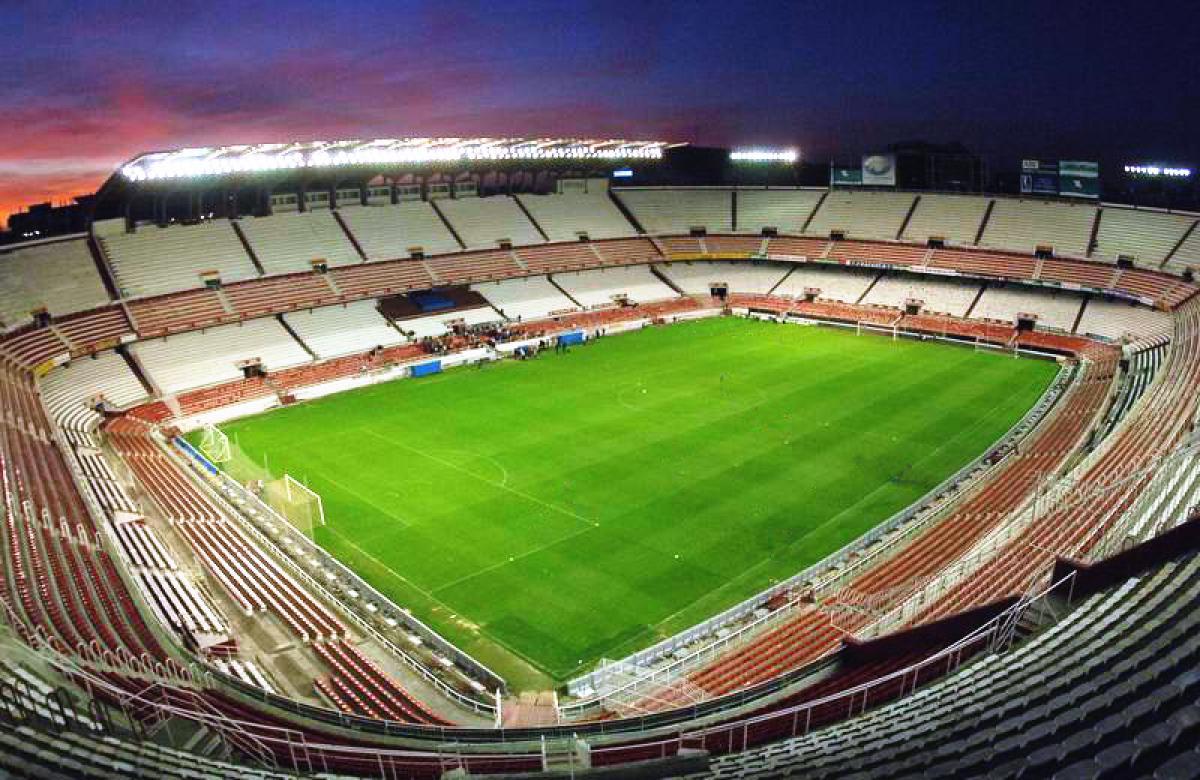 Lo stadio del Sevilla F.C. si trova nel quartiere di Nervión, una zona molto commerciale e frequentata