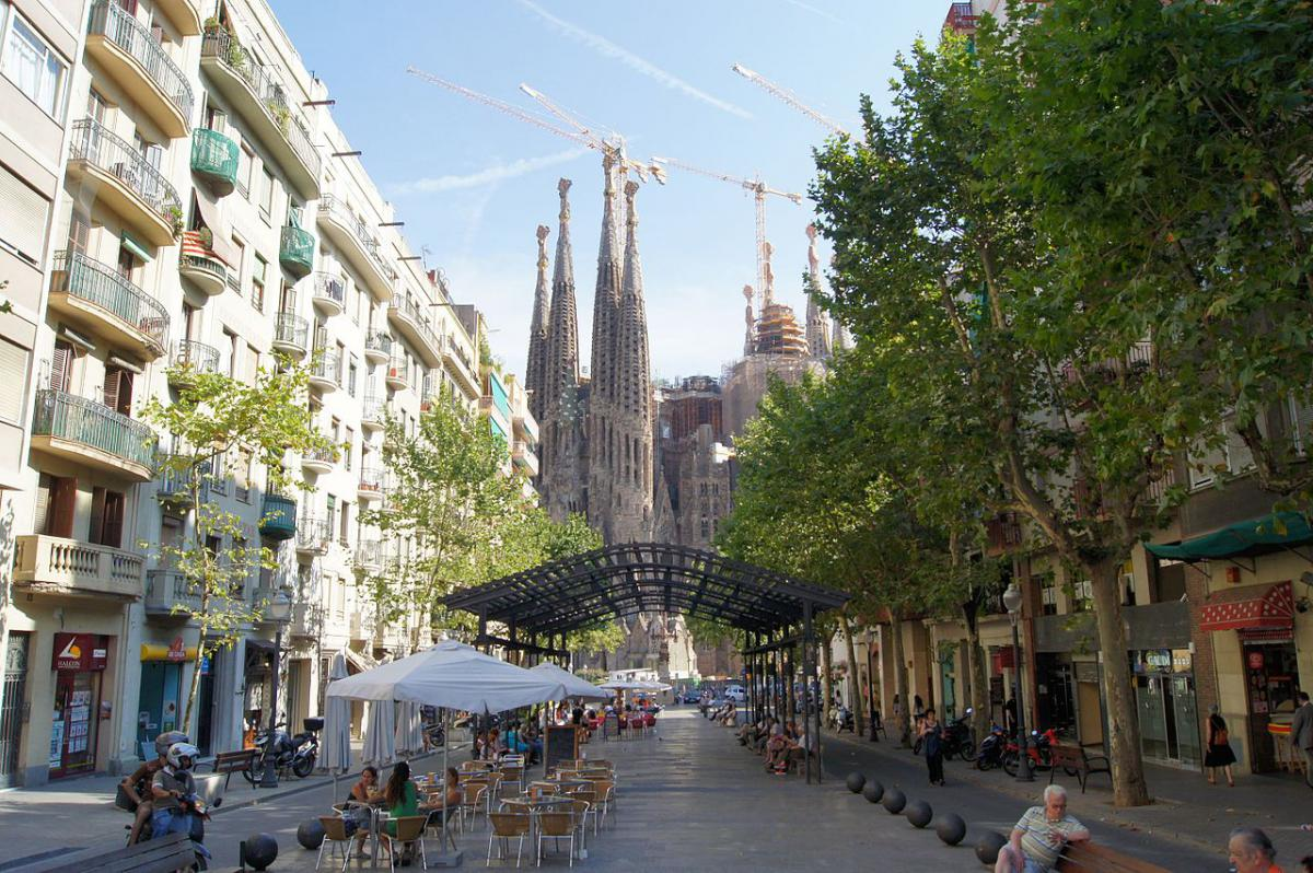 L'Avinguda de Gaudí collega la Sagrada Familia con l'Hospital de Sant Pau