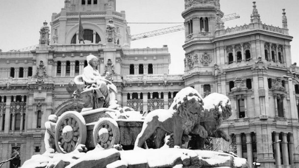 La Cibeles (Madrid) cubierta de nieve