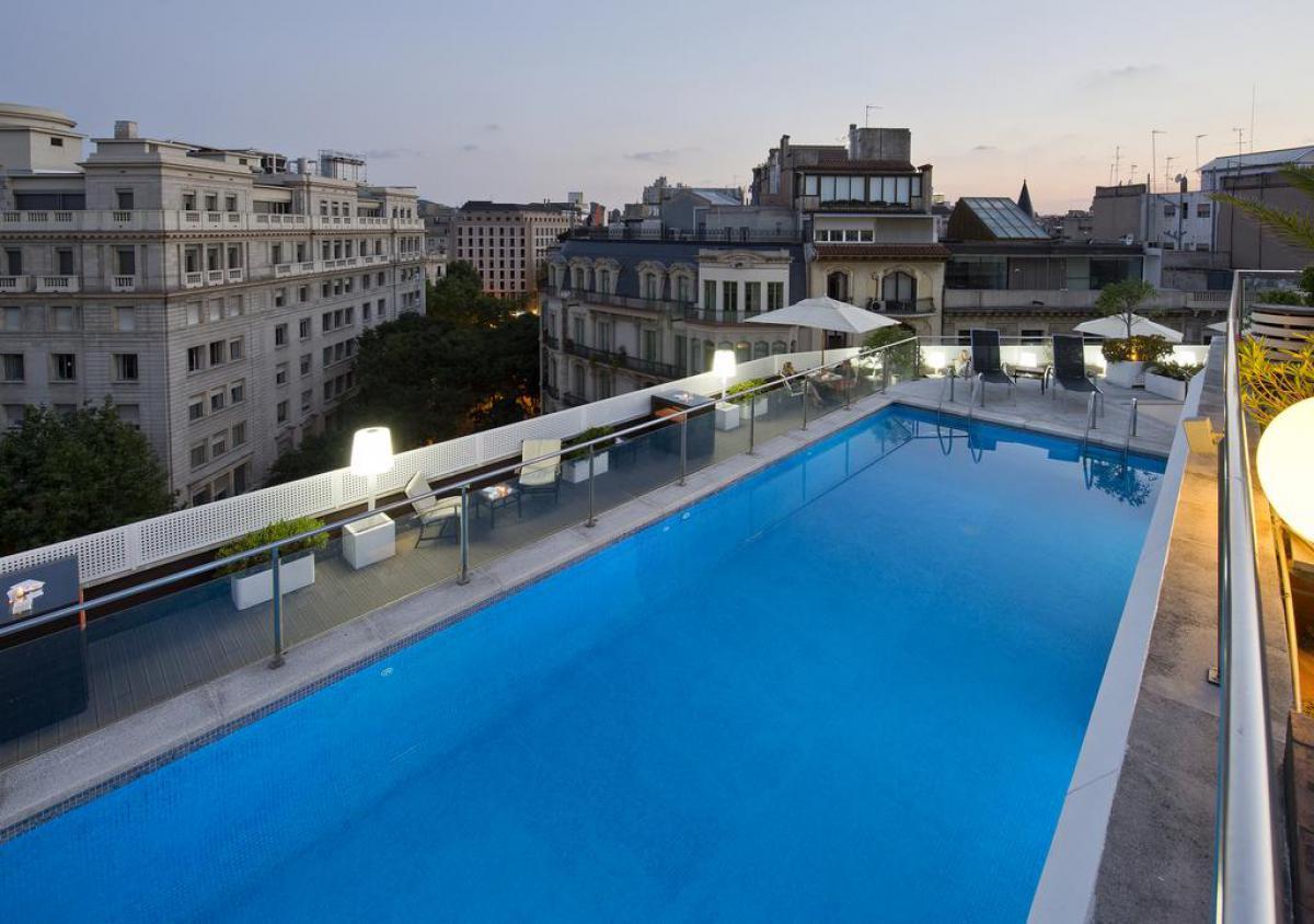 Hotel NH Barcelona Centro con piscina e terrazza