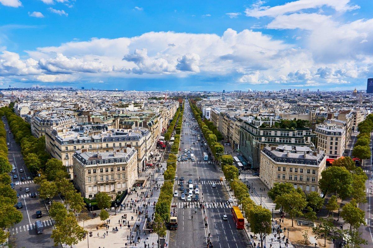 """Les Champs Elysées : visite de """"la plus belle avenue du monde""""."""