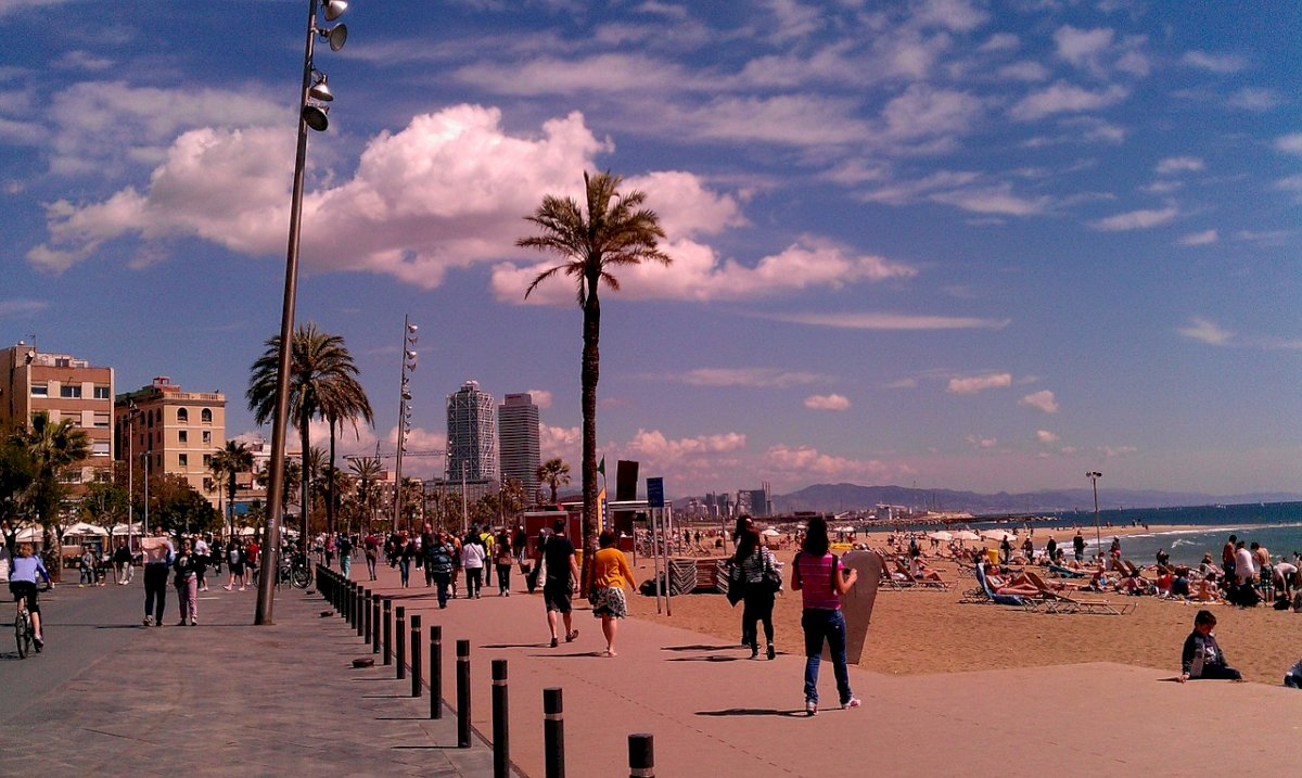 Barceloneta: el barrio de pescadores por excelencia de Barcelona y una plaza de gran interés turístico.