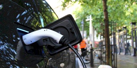 La recarga de coches eléctricos en puntos públicos de Barcelona dejará de ser gratis
