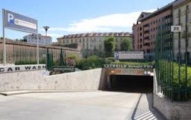 Buch einen Parkplatz im Autosilo Medaglie D'Oro Parkplatz.