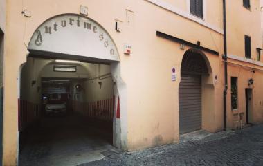 Prenota un posto nel parcheggio Parking Leonetto