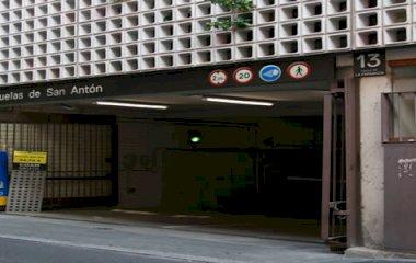 Reservar una plaza en el parking Escuelas Pías san Antón