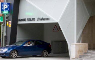 Book a parking spot in El Carbonero car park