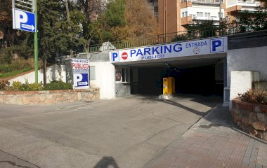 Reservar una plaza en el parking Manoteras, 3