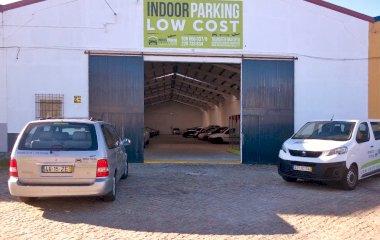 Book a parking spot in Indoor Parking Low Cost - Shuttle Descoberto car park