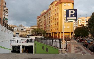 Buch einen Parkplatz im Ronda Centro Parkplatz.