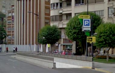 Book a parking spot in APK2 Estación Albacete Los Llanos- Sembrador car park