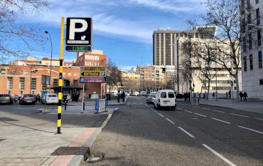 Book a parking spot in José Castán Tobeñas car park