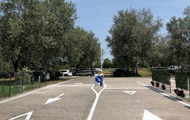 Buch einen Parkplatz im Marive Transport Ferry-Shuttle Parkplatz.