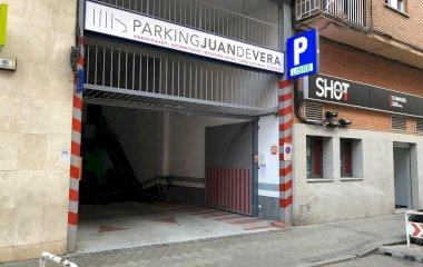 Book a parking spot in Juan de Vera car park