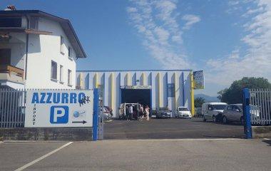 Reserveer een parkeerplek in parkeergarage Azzurro park -shuttle scoperto-