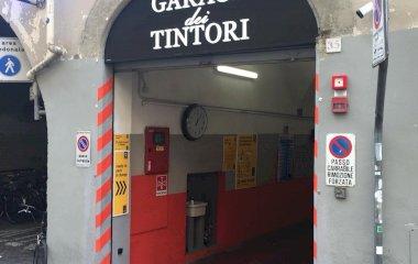 Buch einen Parkplatz im Garage dei Tintori Parkplatz.