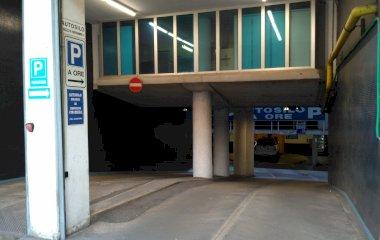 Book a parking spot in ParkingCar Piazza IV Novembre car park