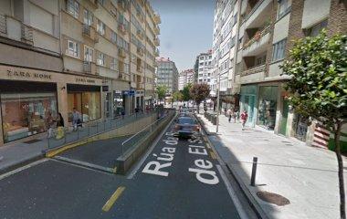 Reserve uma vaga de  estacionamento no Praza Roxa de Santiago