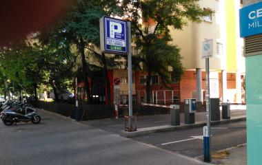 Book a parking spot in Aida car park