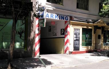 Book a parking spot in Meléndez Valdés car park