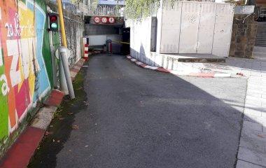 Buch einen Parkplatz im APK2 Biteri Parkplatz.