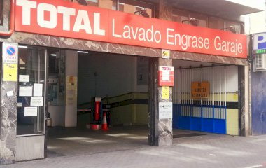 Book a parking spot in Garaje Oporto car park