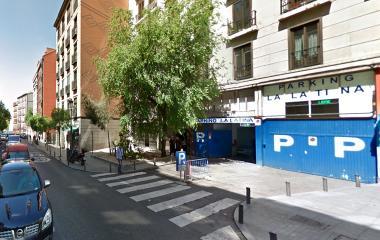 Book a parking spot in La Latina - Turismos r. car park
