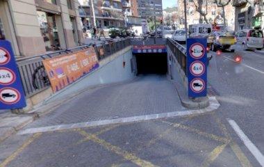 Buch einen Parkplatz im BSM Avinguda Gaudí - Hospital de Sant Pau Parkplatz.