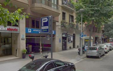 Reserve uma vaga de  estacionamento no Inverinmo - Nàpols