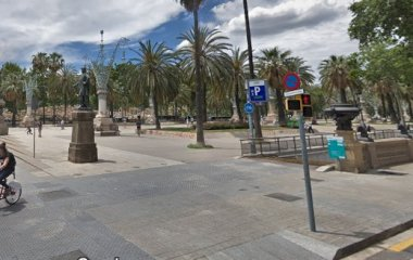 Buch einen Parkplatz im SABA Arc de Triomf -Lluís Companys Parkplatz.