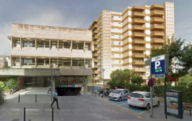 Buch einen Parkplatz im SABA El Firal Parkplatz.
