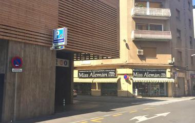 Book a parking spot in Mercat de Sant Adrià car park
