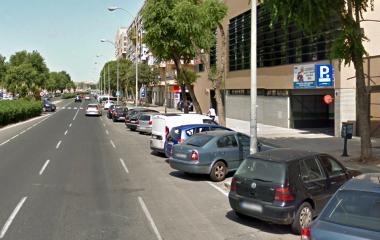 Buch einen Parkplatz im Aparcamiento Colegio San José Parkplatz.