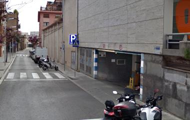 Book a parking spot in Colom car park