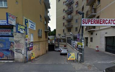 Book a parking spot in Stazione Roma - Circonvallazione Nomentana car park