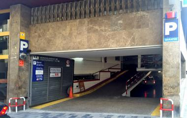 Book a parking spot in Mercat del Carmel car park