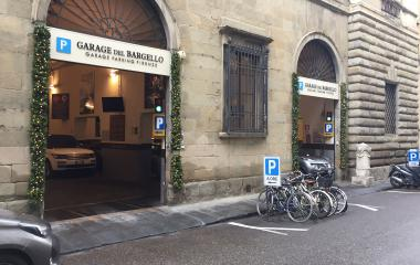 Book a parking spot in Bargello car park