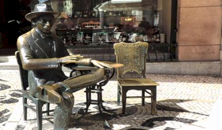 Estatua de Fernando Pessoa y Café A Brasileira, Lisboa