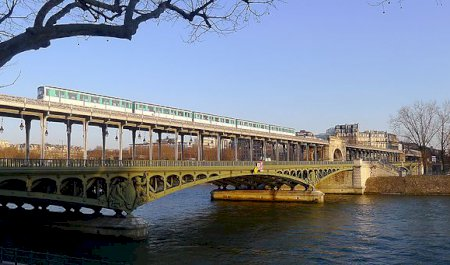 Bridge of Bir-Hakeim, Paris